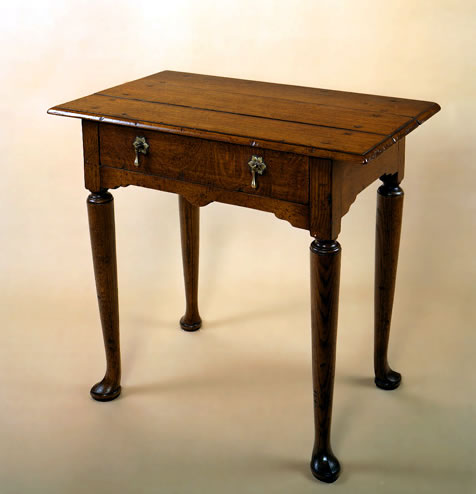 ST9 Side Table – Carved Pad Feet